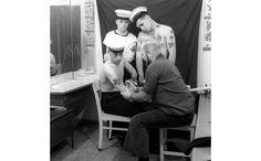"""L'exposition """"Tatoueurs, tatoués"""" au musée du quai Branly http://www.vogue.fr/vogue-hommes/culture/diaporama/l-exposition-tatoueurs-tatoues-au-musee-du-quai-branly/18644/image/998429"""
