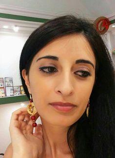 Dalla #Spagna a #Catania con fotografo al seguito all'interno dello #ShowroomDecortack di #Catania dove ha indossato gli #orecchini #paladini # dipintiamano su metallo. Fuori dal negozio ressa di persone in attesa di un autografo :-) Contatti: info@decortack.it  Tel: 3294198247