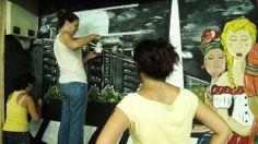La Dirección General de la Mujer y muralistas de Alma Gemela pintando el mural de las mujeres migrantes
