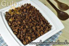 Proteína de Soja Crocante Ingredientes     1 xícara: Soja proteína texturizada (tam. médio);     3 colheres de sopa: Azeite de oliva;     1 colher de sopa: Cebola ralada;     1 unidade: Alho dente;     1 colher de chá: Alho granulado;     1 colher de chá: Mistura de temperos.