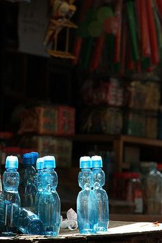 ラムネ (ramuné), a Japanese nostalgic soda pop that has a marble as a seal inside the bottle top, the corrupted word for 'lemonade' since circa 1872. ☆レモネードがなまったラムネ。でも、発音としてはこの方が遥かに近い!母所有の昭和初期の英和辞書には tomato はトメト、American はメリケンの表記。現在より発音が全然正しい! なぜ逆行!? ^^;
