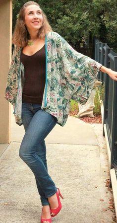 Hippie Outfits 113645590574436389 - Kimono, patron maison Source by magalilalali Kimono Diy, Look Kimono, Kimono Dress, Kimono Chino, Gilet Kimono, Sewing Clothes, Diy Clothes, Diy Vetement, Kimono Pattern