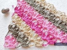 Triangle Shawl - Free Crochet Pattern - (mypicot)*༺✿Teresa Restegui http://www.pinterest.com/teretegui/✿༻