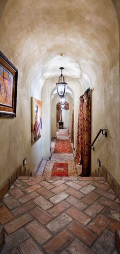 Exotic Cool Courtyard with Natural Stone and Brick Decoration : Cool Traditional Hall Decor Floral Curtain Courtyard Hacienda Spanish Revival, Spanish Colonial, Spanish Style, Rustic Italian, Italian Home, Italian Villa, Tuscan Design, Tuscan Style, Ceiling Texture