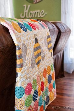 Bee Quilt - Photos from Quilty Fun by Lori Holt + Giveaway Closed - Fat Quarter Shop's Jolly Jabber Nancy Zieman, Girls Quilts, Baby Quilts, Quilt Kits, Quilt Blocks, Quilting Projects, Sewing Projects, Bee In My Bonnet, Bee Art