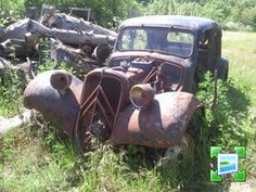 Junkyard Cars, Art Deco Car, Citroen Traction, Traction Avant, Rusty Cars, Abandoned Cars, Barn Finds, Classic Mini, Vw Beetles