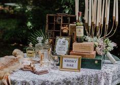 Whisky und  Zigarren Bar im Stil der goldenen 20'er Jahre mit einer Prise Great Gatsby. Die Utensilien gibt es bei www.goldroeschen.de im Verleih Foto: Lars Hammesfahr Location: Villa Mühlenbach in Löhne #Whisky #zigarren