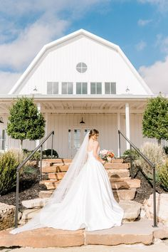 Taking place at The Nest at Ruth Farms, Meredith and Hunter's barn wedding was chic, romantic, and full of country charm! See more rustic wedding inspiration at rusticweddingchic.com 📸: @estesweddings