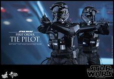 ToyzMag.com » Star Wars TFA : TIE Pilot par Hot Toys
