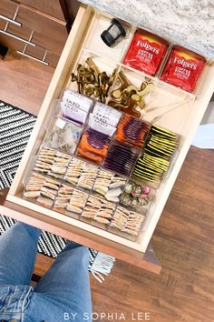 I've wanted to organize my tea drawer for a long time and this gave me great tea drawer organization ideas. Love it!! First Apartment Checklist, First Apartment Essentials, House Essentials, Tea Organization, Pantry Organisation, Small Space Organization, Apartment Decorating On A Budget, Apartment Ideas, Dorm Room Storage