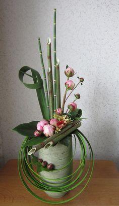 //Bloemstuk met pioenrozen. Excellent large design #floral #arrangement
