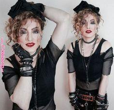 Déguisement années 80 – idées thématiques sur l'outfit   Dans cet article nous vous présentons nos idées cool de déguisement années 80 pour vos parties inoubliables.Jetez un coup d'œil sur notre galerie de photos Madonna 80s Outfit, Madonna 80s Fashion, Madonna Costume, 1980s Fashion Diy, Madonna 80s Makeup, 80s Theme Party Outfits, Party Outfit For Teen Girls, 80s Party Dress, 80s Dress