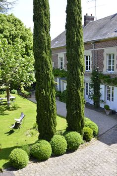 staying near Chantilly with Guest and House