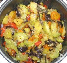 http://xstyle.info Ингредиенты: (все овощи небольшого размера, если МВ до 2.5л) 1 баклажан 1 кабачок цукини 1 сладкий перец 1 морковь 2 картофелины оливковое масло соль, прованские травы Способ...