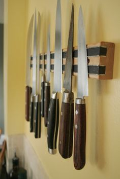 I think I should make this for the next place we live. Tired of searching in the drawers for my knives