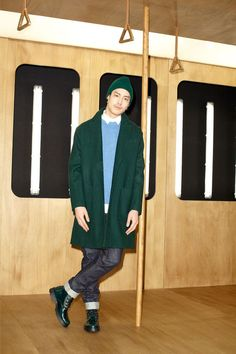 casual in green: wool beanie, clasp-less overcoat with deep front pockets, leather boots with a contrast colour of a powder blue wooly jumper by Ami Fall 2013 Menswear Paris Fashion, Love Fashion, Fashion Show, Autumn Fashion, Fashion Design, Silhouette Mode, Fashion Silhouette, Wooly Jumper, Shearling Jacket