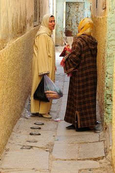 Chatting in the streets of Taza, Morocco Marrakech, Style Marocain, Morocco Travel, Iran Travel, African Countries, African Culture, Photo L, North Africa, World Cultures