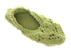 """Snow Fairy - Knitted DROPS slippers with lace pattern in """"Nepal"""". - Free pattern by DROPS Design Lace Patterns, Knitting Patterns Free, Free Knitting, Free Pattern, Crochet Patterns, Drops Design, Knitted Booties, Knitted Slippers, Knitted Hats"""
