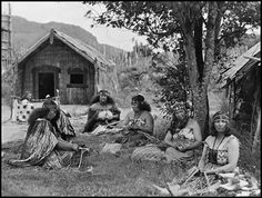 Early in Rotorua Hawaii, Maui, Nz History, Polynesian People, Maori Patterns, Maori People, New Zealand Landscape, Maori Designs, New Zealand Art