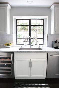New kitchen window over sink decor subway tiles Ideas Black Window Frames, Black Windows, French Windows, Steel Windows, Black Frames, Grey Kitchens, Cool Kitchens, Kitchen Flooring, Kitchen Backsplash