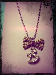 Collar de miniatura caballito por EclecticBlu en Etsy, $6.50