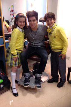 Valéria e Paulo tietam Luan Santana nos bastidores