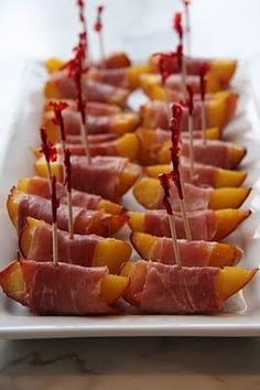 over cocktails: Backyard BBQ to The Nines. Grilled Peaches Wrapped in Prosciutto. Think Food, Love Food, Appetizers For Party, Appetizer Recipes, Aperitivos Finger Food, Grilled Peaches, Yummy Food, Tasty, Snacks Für Party