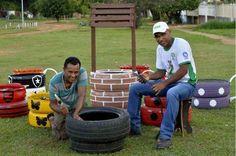 Vizinhança se une para revitalizar praça abandonada em Planaltina  Após um dia dedicado ao trabalho em conjunto, moradores transformam o local em espaço de lazer para a criançada, com brinquedos criativos e plantio de mudas