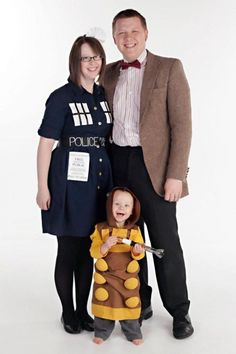 A Family of Geeks - AWESOME costume idea!!