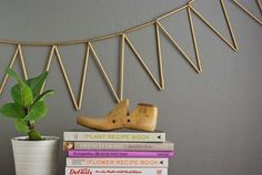 Gold spray paint + straws + string = easiest party bunting. | 33 Ways Spray…