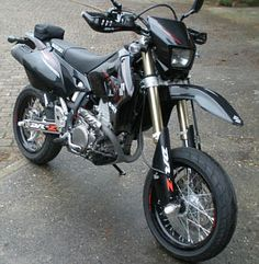 Hello gorgeous. This is a Suzuki DRZ 400sm. (and may one day become my first bike.)