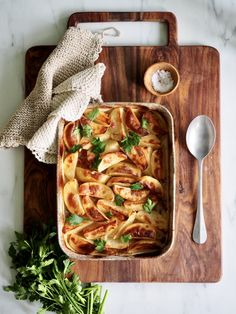 Ovnsbakte poteter med løk og bacon Culinary Arts, Chicken Wings, Sweet Potato, Tapas, Sashimi, Bacon, Fine Dining, Healthy, Gourmet