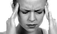 Migraña y alimentos -  Ciertos alimentos pueden causar migraña, pero otros la previenen. Una migraña es un tipo de dolor de cabeza o cefalea, una de cada diez personas sufre migrañas con regularidad. Una migraña puede ser frecuente, varias veces a la semana, o esporádica, una o dos veces al año y puede afectar a quien ...