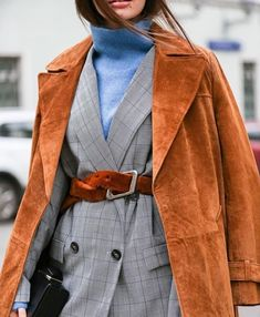 layering The Game Changing Accessories Every Girl Should Own RN. We've listed our game-changing accessories from statement belts, shoes and oversized scarfs. Look Fashion, New Fashion, Girl Fashion, Fashion Outfits, Fashion Design, Fashion Trends, Fashion Fall, Fashion 2017, Fashion Bloggers