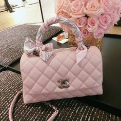 There are lots of luxury and well designed Chanel bags in the stores this season. I mean, who doesn't like a Chanel bag? Luxury Purses, Luxury Bags, Luxury Handbags, Dior Handbags, Louis Vuitton Handbags, Purses And Handbags, Cheap Handbags, Cheap Bags, Handbags Online