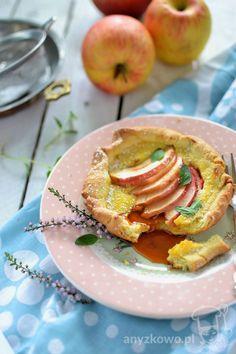 Anyżkowo: Mini tarty serowe z jabłkami i konfiturą z dzikiej róży