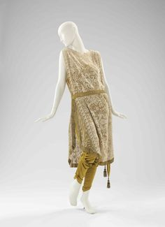 Now that's an evening ensemb I can see myself wearing! (Evening Ensemble | Callot Soeurs | c. 1910)