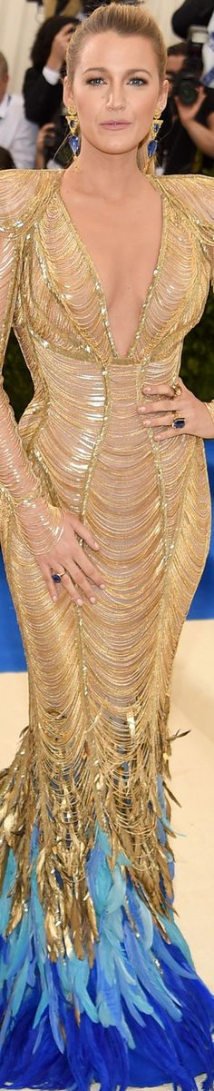 Blake Lively MET GALA 2017| Atelier Versace gold gown