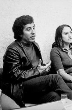 WEBGUERRILLERO: A 41 años de la muerte de Víctor Jara: 110 fotos suyas que quizá no conoces Victor Jara, Salvador, Girly Things, Che Guevara, Boys, Photography, Amor, Famous Artists, Latin America