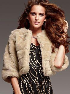 A winter bride can wear a furry jacket <3