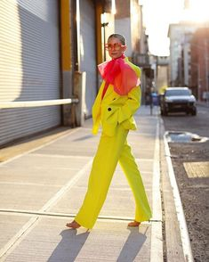 Fashion Trends So meistern Sie den Neon-Modetrend im Herbst Wholesale jeans are available online clo Mode Outfits, Fashion Outfits, Womens Fashion, Fashion Tips, Fashion Trends, Trending Fashion, Stylish Outfits, Fashion Shoes, Looks Street Style