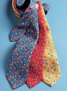 Our floral pattern Italian printed silk neckties enliven every summer day! B-red. Dress Clothes, Dress Outfits, Dresses, Paisley Dress, Handkerchiefs, Neckties, Night Looks, Pinterest Board, Men's Accessories