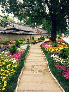 lovesouthkorea: Jeonju, South Korea (source)                                                                                                                                                      More