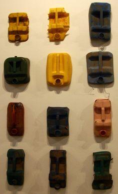 Les Bidons en plastique se transforment en Totem