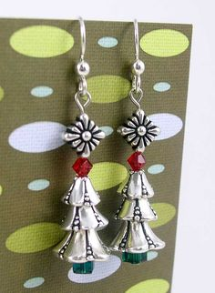 Oh, Christmas Tree Earrings featuring TierraCast Bell Flower cones and Spirit bead. Design by Tracy Gonzales for TierraCast. Bead Crafts, Jewelry Crafts, Jewelry Ideas, Christmas Jewelry, Christmas Crafts, Christmas Tree Earrings, Xmas Tree, Earring Tree, Beaded Ornaments