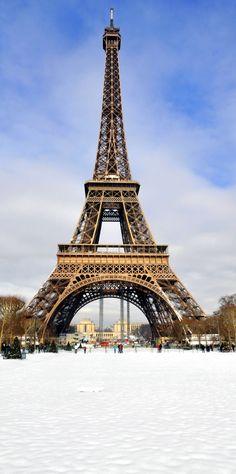 Torre Eiffel en la nieve en un día soleado de invierno |  Fotografía increíble de las ciudades y Señales famosas de alrededor del mundo