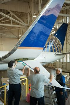 Split Scimitar Winglets set to become a common sight By Ben Coxworth April 2014 A pre-certified Split Scimitar Winglet installed on a United Boeing during the testing phase that began July 2013 Commercial Plane, Commercial Aircraft, Aircraft Maintenance, Boeing Aircraft, United Airlines, Civil Aviation, Air Travel, Military Aircraft, Airplanes