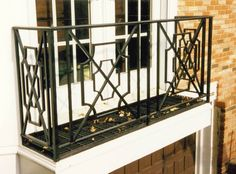 Gorgeous pattern railing The Effective Pictures We Offer You About balcony facade A quality picture can tell you many things. You can find the most beautiful pictures that can be presented to you abou Iron Balcony, Porch Railing Designs, Staircase Railings, House Exterior, Front Porch Railings, Iron Balcony Railing, Stair Railing, Iron Railing, Balcony Design