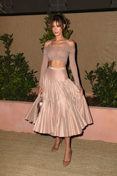 Look of the Day - Prada Dress - Ideas of Prada Dress - Bella Hadid in Dior -Cannes 2019 Bella Hadid Outfits, Bella Hadid Style, Outfits Inspiration, Couture Looks, Dior Couture, Sarah Jessica Parker, Dolce & Gabbana, Looks Cool, Mode Style