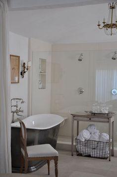 European inspired bathroom by Brooke Giannetti | La Dolce Vita
